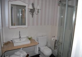 Cuarto de baño dormitorio de las muchachas