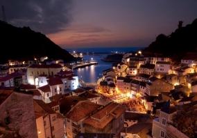 Vista nocturna de Cudilleros hacia el mar