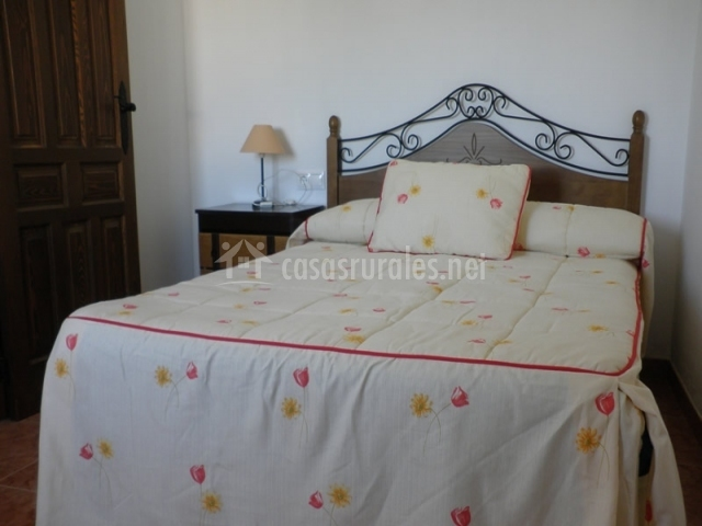 Casa rural el aljibe alcal del j car en la gila albacete - Colchas dormitorio matrimonio ...