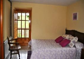 Dormitorio doble en tonos lila