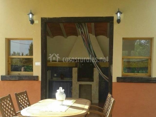 Casa de lozano y rueda en moratalla murcia for Mesa porche