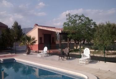 Casas rurales con piscina en murcia for Casas rurales con piscina en alquiler