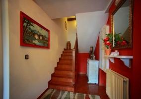 Hall con escaleras