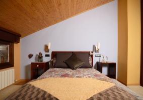Dormitorio de matrimonio luminoso y completo