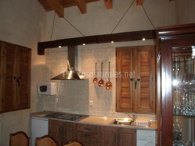 La casa del cartero pablo en salda a de ayllon segovia - Colgar microondas cocina ...