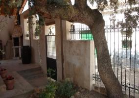 Vista exterior del alojamiento con rampa de acceso