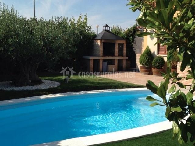 Los olivos en olite navarra for Barbacoa y piscina madrid
