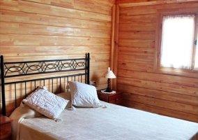 Dormitorio de matrimonio de la cabaña