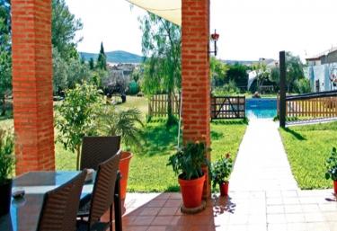 Casas rurales con piscina en mirandilla for Casas rurales en badajoz con piscina