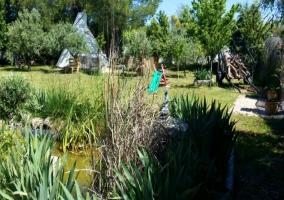 Jardín con tobogán