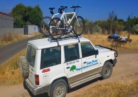 Todoterreno con bicicletas