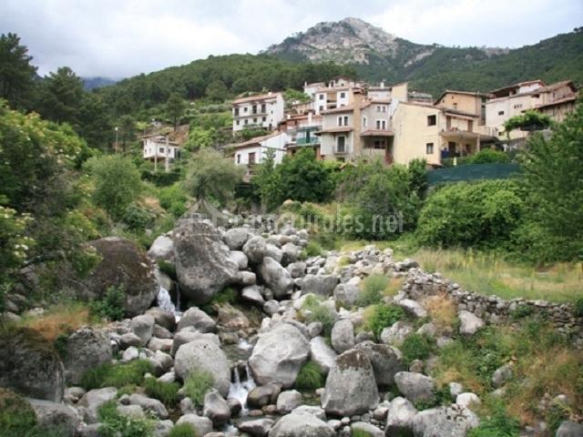 El bosque de la herrezuela en guisando vila for Piscinas naturales guisando
