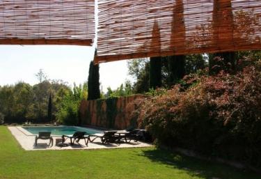 Casas rurales con piscina en sant marti vell for Casa rural girona piscina
