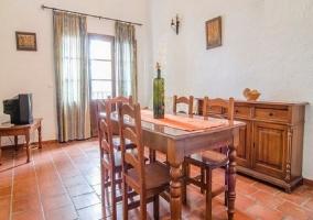Comedor y sala de estar en madera