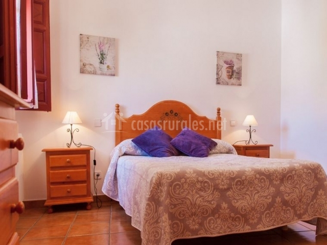 Casa rural buend a en buendia cuenca - Dormitorio malva ...
