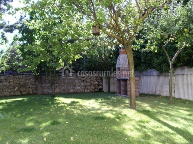 Casa rural las golondrinas en carde uela riopico burgos for Arboles frutales para jardin