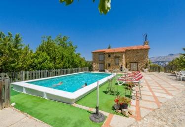 Casas rurales con piscina en torres for Casas rurales con piscina en alquiler