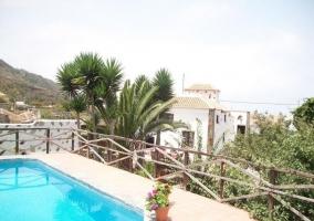 Vistas de la piscina con paisaje natural