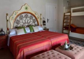 Dormitorio con dos camas indivisuales unidas