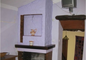 Cocina de la casa con chimenea