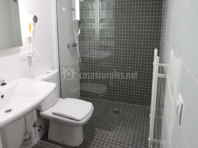 Casa resekas apartamentos rurales en almagro ciudad real for Cuartos de bano con ducha