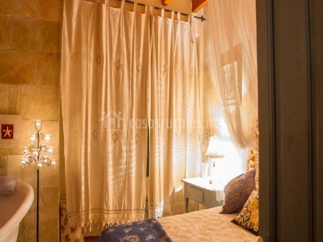 Dormitorio con bañera Espliego