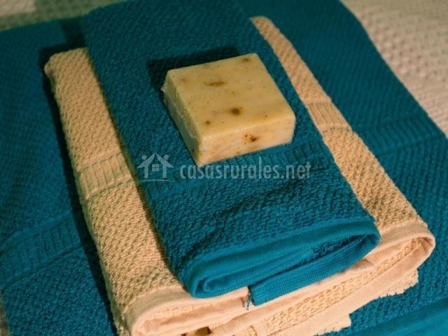 Toallas blancas y azules