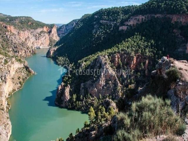 Río cercano y vistas