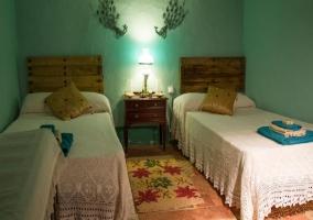 Dormitorio camas dobles y toallas Morquera