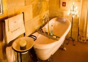 Bañera en el dormitorio Espliego