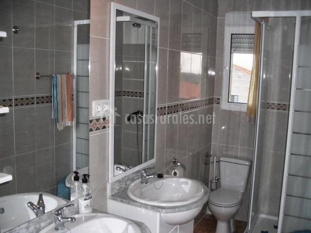 La casa de la mampara gran fiesta de la casa en leroy - Cuartos de aseo con ducha ...