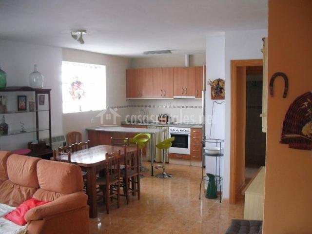 Casa rural singra casas rurales en singra teruel for Casa con cocina y comedor juntos