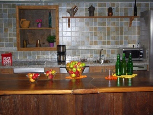 La casona de candam n apartamentos rurales en candamin for Mesa cocina frutero