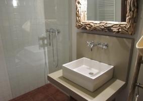 Baño cristal amplio
