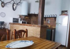 Cocina con barra y comedor