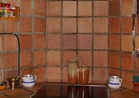 Cocina en azulejo y vitrocerámica