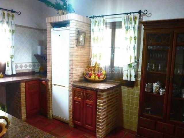 Cocina de piedra soleada