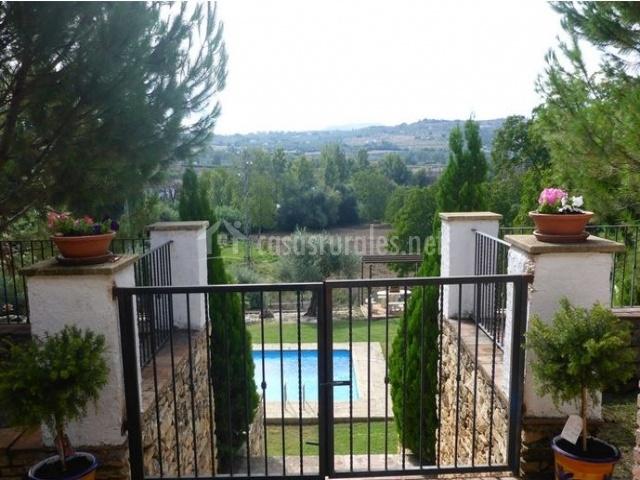 Jardindes y piscina privada