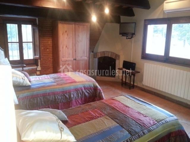 Dormitorio dobles con colchas de colores