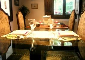Copas sobre mesa