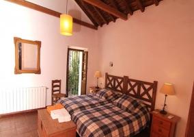 Habitación doble con techo de madera
