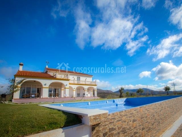 Cortijo los tomillares casas rurales en guadalcanal sevilla - Casas con piscina en sevilla ...