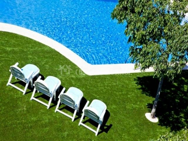 Apartamentos golf place en borriol castell n for Sillas de piscina