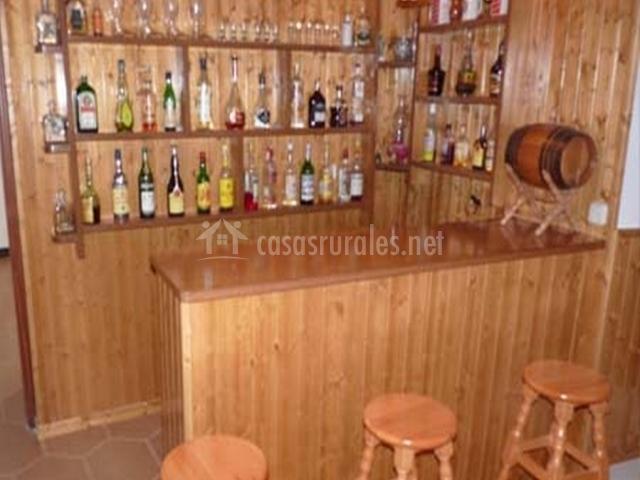 Bar con barra de la casa rural