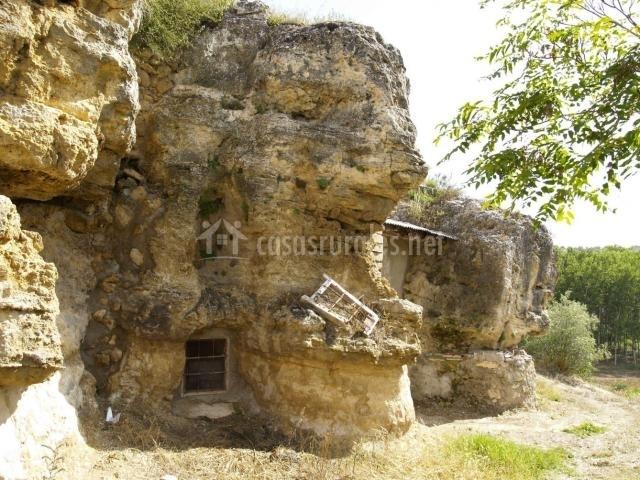 Casa cueva deshabitada cerca de la casa rural