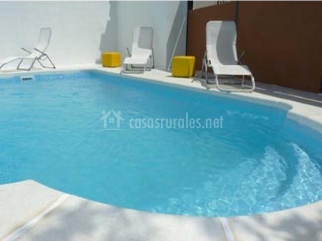 El palacete en zulema albacete for Bordillo piscina