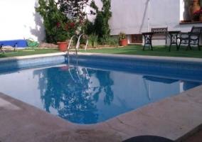 Vistas de la piscina en los exteriores