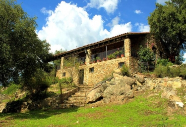 Casas rurales con piscina en montanchez for Casas rurales en badajoz con piscina