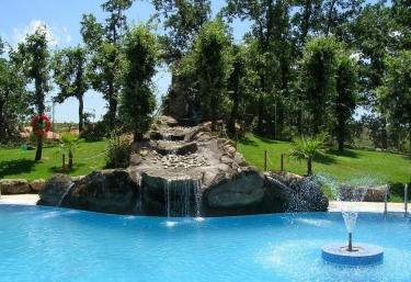 Casas rurales con piscina en jarandilla for Casas rurales en caceres con piscina