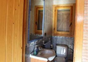 Aseo de la casa con espejo y focos